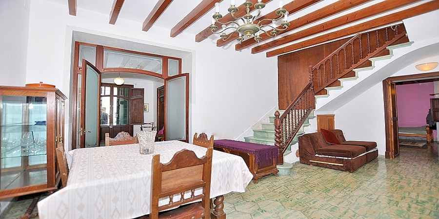 Spacious 6 bedroom townhouse in the heart of S'Alqueria Blanca