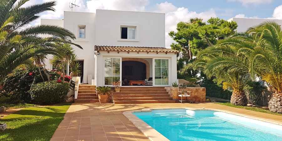Beautiful villa by cala d'or marina for sale.