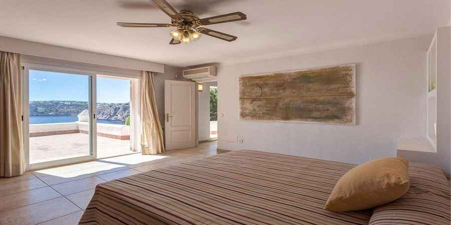 Cala Llamp Andratx Spacious and Villa in first line with guest apartments