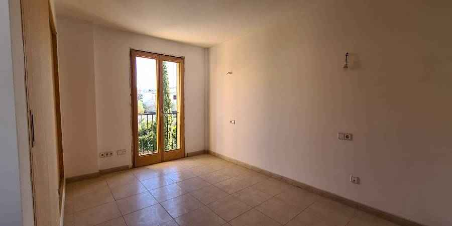 Building with comercial area and apartment on first floor Cas Concos